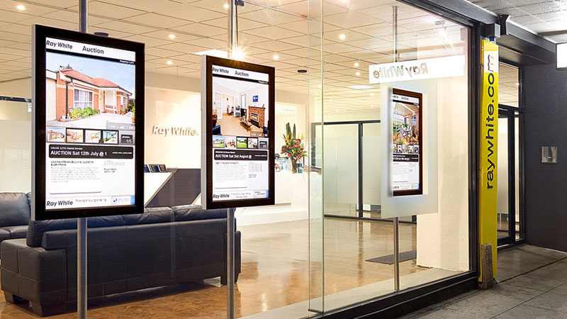 estate agents use digital signage
