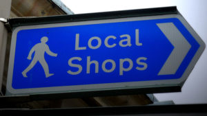 digital signage is helping independent retailers