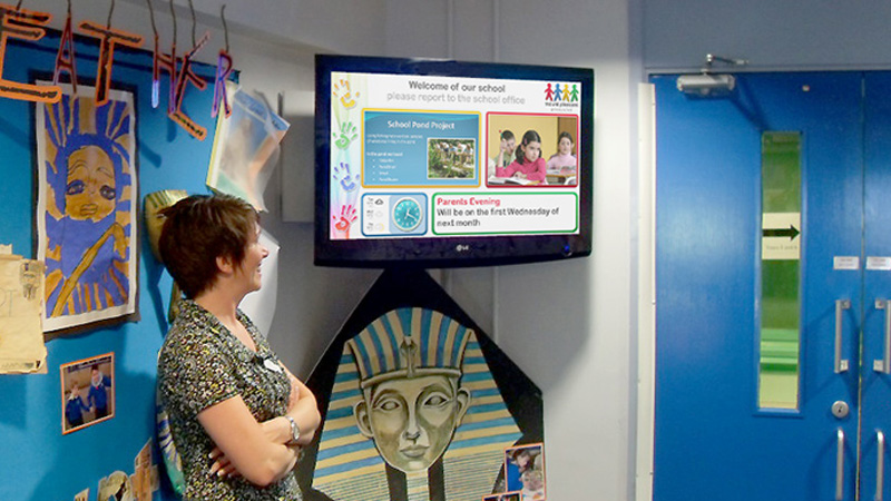 Digital signage for schools: 8 pro tips